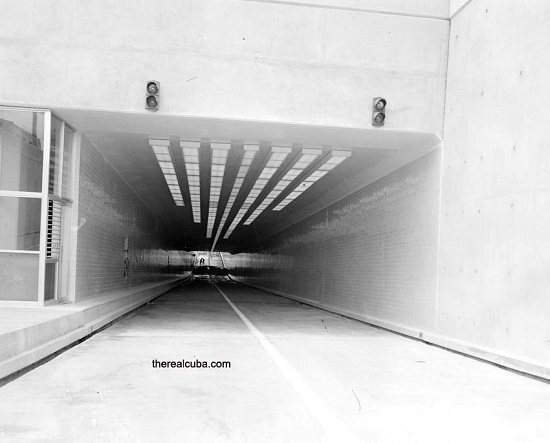 The tunnel of Calle Linea, the day it was inaugurated